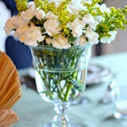 White-holiday-flower-arrangement