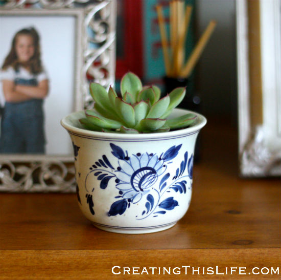 Delft blue and white planter